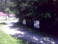 Pohled na začátek naučné stezky vTerčině údolí– zparkoviště