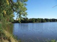 Pohled na rybník Blatec uobce Dívčice