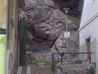 Výchoz rulové skály svýskytem granátů ve městě Tábor