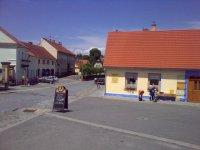 Pohled na malé náměstí vobci Orlík nad Vltavou