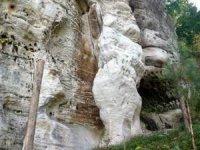 Pískovce skaolinitickým tmelem, které rychle zvětrávají