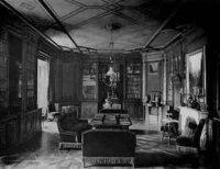 Zámecká knihovna na dobové fotografii