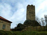 Skalka sčástí zámku