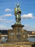 Vyobrazení svatého Jana Nepomuckého na Karlově mostě od J. Brokoffa