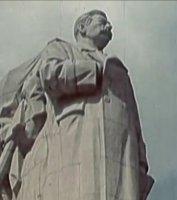 Gigantický pomník J. V. Stalina vPraze na Letné– na místě dnešního kyvadla