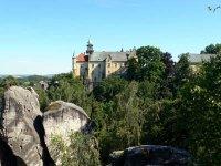 Pohled na zámek Hrubá Skála