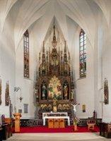 Interiér kostela soltářem