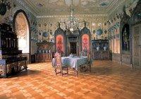 Návštěvníci si mohou vychutnat atmosféru šlechtického domu spúvodní výbavou.